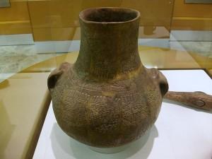 800px-Vas_amb_decoració_cardial_impresa,_Museu_de_Prehistòria_de_València