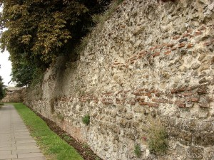 800px-The_Roman_Town_Wall,_Head_Street_to_the_Balkerne_Gate_3