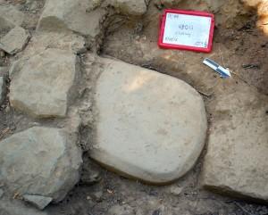 La stele etrusca è stata ritrovata tra le fondamenta di un tempio, dove era rimasta per 2.500 anni. Credit: Mugello Valley Project