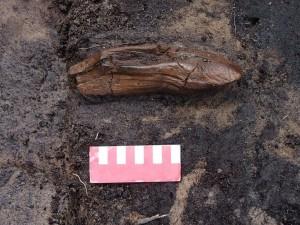 Offerta sacrificale scoperta nel santuario - una zappa in corno di alce. Foto by T. Galiński