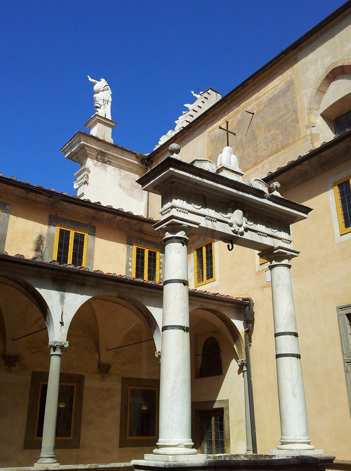 Il pozzo in marmo di Orazio Bergamini ©CertosadiCalci-MiBACT