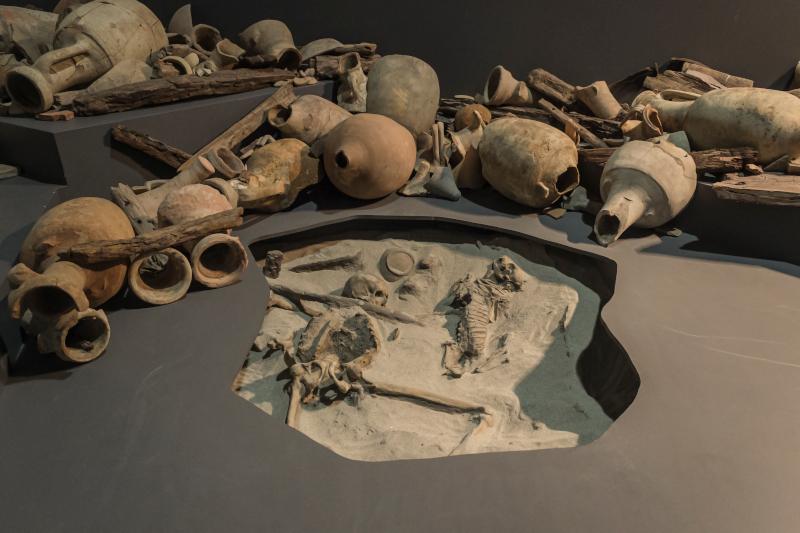 Marinaio morto con cane. Museo delle Navi Antiche