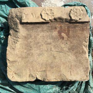 Metopa con decorazione a rosette. Parco archeologico di Paestum