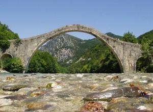 800px-Plaka_Bridge_Epirus_Greece