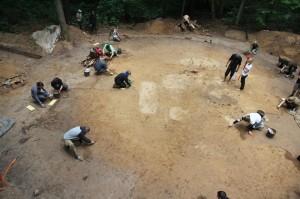 Il tumulo durante gli scavi. Foto di Piotr Włodarczak.