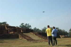 Kasper Hanus (sx) e Wojciech Ostrowski (rx) pilotano il drone. Foto di E. Smagur.