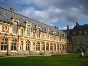 800px-Chateau_de_Fontainebleau_08