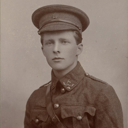 Rupert Brooke e i Rugby Cadet Corps,1906 circa Credit: Photo by Maggs Bros