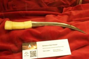 Il lavoro premiato degli studenti AGH:  un pugnale di tipo Khanjar fatto di acciaio Damasco. Fonte: AGH