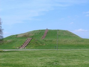 800px-Monks_Mound_in_July