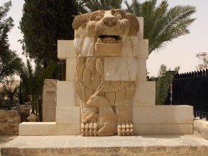 800px-Lion_in_the_garden_of_Palmyra_Archeological_Museum,_2010-04-21