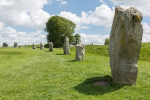 800px-Avebury_(South_Inner_Circle),_Wiltshire,_UK_-_Diliff