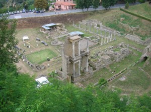 800px-Volterra,_il_teatro_romano