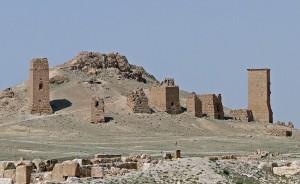 1024px-Tower_tombs,_Palmyra