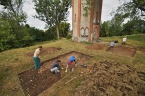 Vista generale degli scavi che hanno esplorato la parte orientale della casa conventuale. Foto: B. Wasik