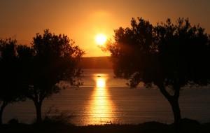 1024px-Navarino_Bay_Sunset