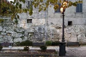 Tratto delle Mura Poligonali in Via Duca D'Aosta