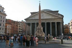 800px-0_Obélisque_de_Macuteo_-_Fontaine_Della_Porta_-_Panthéon_(Rome)