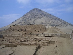 800px-Cerro_Blanco_and_Huaca_de_la_Luna
