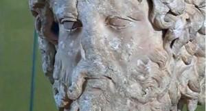 © frame del video sulla lotta contro il traffico illecito di beni culturali nell'Europa sud-orientale - Testa di Asclepio rubata dal Museo Archeologico di Butrint tornata in Albania