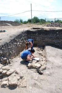 Archeologi al lavoro. Foto di M. Matera