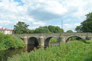 800px-Tadcaster_Bridge