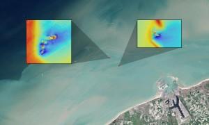 In questa immagine è possibile vedere il pennacchio di sedimenti dai relitti delle navi SS Sansip e SS Samvurn. Credits: NASA/USGS Landsat image/Jesse Allen, NASA Earth Observatory