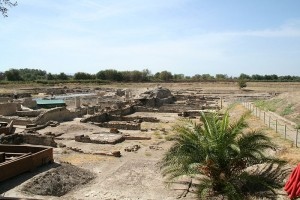 800px-Sybaris_archeological_park_1