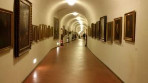 Inside_view_of_the_Vasari_Corridor_(corridoio_vasariano)_in_Florence,_Italy_(3)