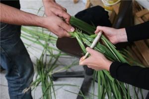 Esperimenti per dimostrare l'utilizzo del manufatto in avorio al fine di produrre funi. Photo: Copyright University of Liège