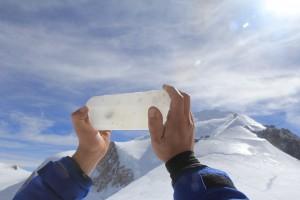 Sezione di ghiaccio basale della carota di ghiaccio del Col du Dome (circa 150m di profondità)