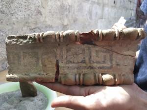 cornice in terracotta dipinta (1)
