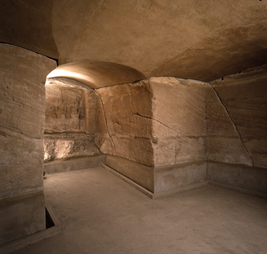Tempio di Ellesija. Arenaria. Nuovo Regno Regno di Tutmosi III (1458-1425). Dono dal governo egiziano all'Italia (1966)