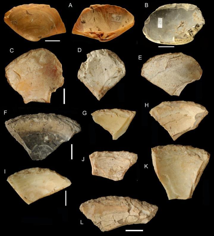 Neandertals underwater clam shells