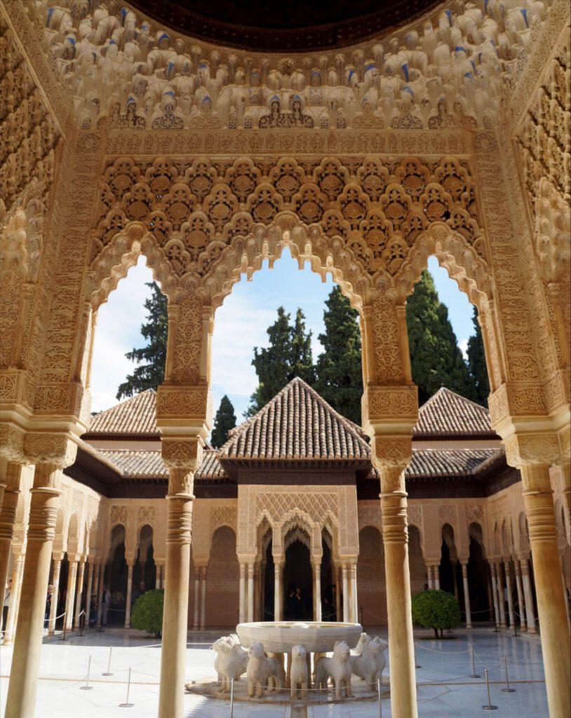 templetes Patio de los Leones Alhambra Granada, España