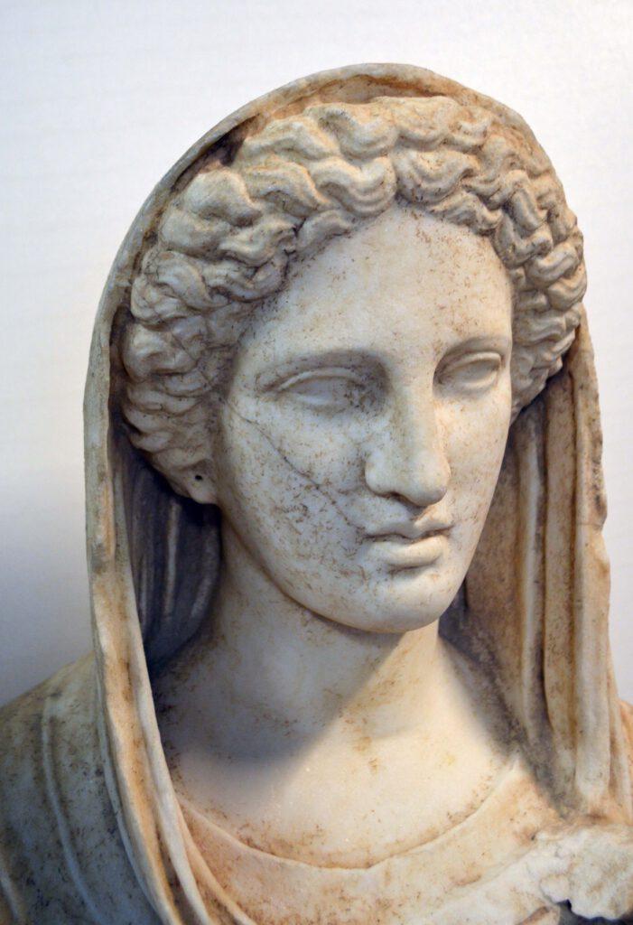 Cirenaica Statua funeraria marmorea II sec. a.C.
