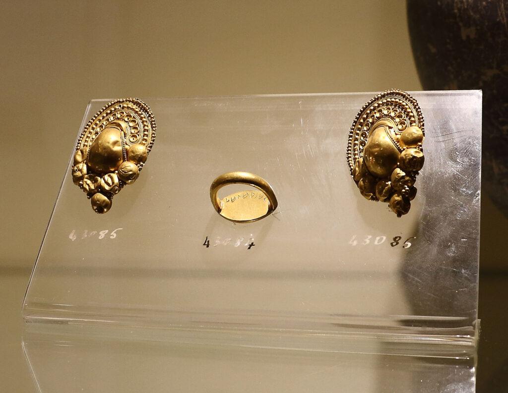 Museo Archeologico Nazionale di Civitavecchia - oreficeria etrusca